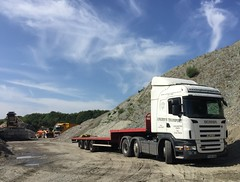 Artists sky (South Strand Trucking) Tags: pack loader retford volvo sherwood artic blocks bricks stepframe scania