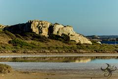 Rocher (Thierry Poupon) Tags: bages etangs mer peyriac reflet soleil bleu ciel contrejour lagune soir sky sun blue backlight reflect rock
