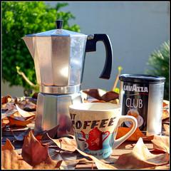 Domingo de otoo (mike828 - Miguel Duran) Tags: bokeh lavazza cafe coffee mug tazon taza bote cafetera moka otoo autumn hojas leafs dof sony rx100m2 mk2