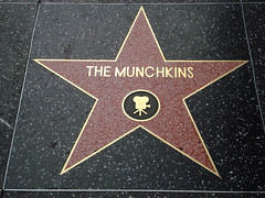 The Munchkins - Hollywood (lukedrich_photography) Tags: sony dscw55 sonydscw55 us usa northamerica america unitedstatesofamerica unitedstates الولاياتالمتحدة vereinigtestaaten アメリカ 美国 미국 estadosunidos étatsunis كاليفورنيا 加利福尼亚州 californie कैलिफोर्निया 캘리포니아 калифорния california southerncalifornia hollywood walkoffame star boulevard famous terrazzo brass sidewalk entertainment tourist themunchkins actor movie