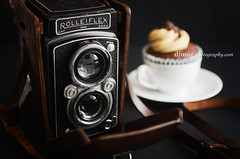 FORTY-ONE (dhmig) Tags: camera stilllife rolleiflex vintage cupcake vintagecamera analogphotography oldcamera photohistory cameralegend