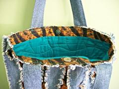 Bolsa Jeans com Quilting (cristina cordeiro) Tags: arte artesanato quilting fuxico com bolsa eco reciclagem tigre bolsas tecido tigresa acessórios ecobag sacola bolsafeminina bolsadetecido bolsasdetecido bolsajeans