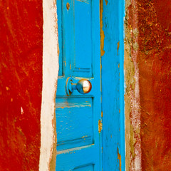 Red and Blue Door (Mara T Pons) Tags: door old blue red color grancanaria handle spain bright rusty sancristobal knob canaryislands chippedpaint laspalmas islascanarias laspalmasdegrancanaria verano2012