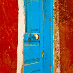 Red and Blue Door (Mara T Pons) Tags: door old blue red color grancanaria handle spain bright rusty sancristobal knob canaryislands chippedpaint laspalmas islascanarias laspalmasdegrancanaria verano2012