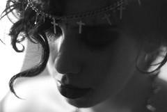 Born to die (Jessyca Silva) Tags: red roses woman white black lana girl make up branco del photography 50mm nikon cross photos gothic preto piercing e rey spike fotografia rosas d60 gótico
