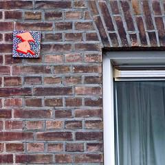 10:Gu - tegel (Akbar Sim) Tags: streetart holland netherlands tile nederland denhaag thehague tegel akbarsimonse 10gu akbarsim