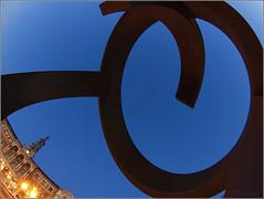 Variante ovoide bla, bla, bla...... (Nufus) Tags: olympus bilbao escultura ayuntamiento curvas horaazul zd8mm