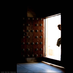 Curiosidad. EXPLORE #320 (11/01/2013) (Arquijcarlos) Tags: espaa luz sevilla andaluca arquitectura monumento iglesia museo popular sombras texturas robado