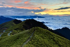 Nightfall at Mt. Hehuan @ (Vincent_Ting) Tags: sunset sky mountain night clouds sunrise star glow taiwan trails galaxy flare formosa   gettyimages crepuscularrays startrails milkyway  seaofclouds            mountainhehuan             vincentting  hthehuan