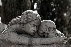 ...Qué solos se quedan los muertos. (Egg2704) Tags: escultura esculturas arte artefunerario cementerio cementerios cementeriodetorero cementeriodezaragoza egg2704 wewanttobefree