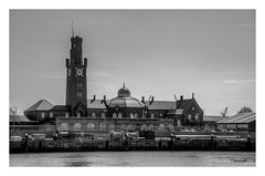 Steubenhft (Onascht) Tags: cuxhaven hafen nikond610 nordsee sigmaart24105mm black clock harbour meer northsea sea white hdr schwarzweis bw