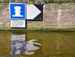 Canal cruising (Maria Eklind) Tags: water spegling reflection streetview canal netherlands streetphoto people street cityview amsterdamcity architecture building europe holland mnniskor amsterdam noordholland nederlnderna nl