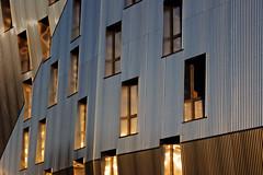 Le Trirme (dtail) (L'autre CtrlcCtrlv) Tags: bordeaux nouvelleaquitaine gironde bordeauxmtropole immeuble architecture fentres aluminium soleilcouchant