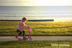 Catharina (Stefan Lambauer) Tags: catharina scooter patinete skate kid criana infant jardim garden praia beach pontadapraia stefanlambauer 2016 brasil brazil santos sopaulo br sunset