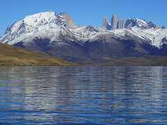 Laguna Azul (Mono Andes) Tags: andes chile torresdelpaine parquenacional parquenacionaltorresdelpaine lagunaazul reflejo patagonia regindemagallanes