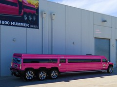 photo by secret squirrel (secret squirrel6) Tags: secretsquirrel6truckphotos craigjohnsontruckphotos limo hummer pink long melbourne comfort party
