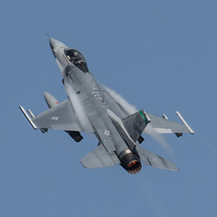 Airshow London 2016 - Climbing Falcon (Jay:Dee) Tags: airshow london 2016 aviation aircraft airplane aeroplane fighter lockheed general dynamics f16 fighting falcon viper f16c ohio air national guard 180th wing