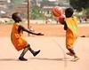 Il mio streaming foto-74 (Renato Borocci) Tags: africa white black blanco bambini sorriso bianco nero renato cameroon povertà bambino bamenda missione camerun onlus borocci