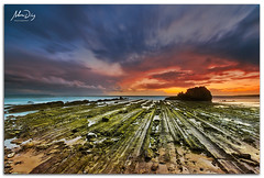 Background explotion (alonsodr) Tags: sunset beach atardecer andaluca seascapes sony playa filter puestadesol reverse alpha cdiz alonso tarifa graduated inverso marinas carlzeiss filtro degradado a900 alonsodr gnd8 alonsodaz alpha900 cz1635mm