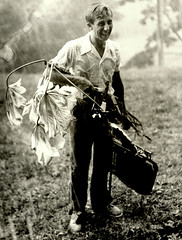 Botnico Robert K. Godfrey (19112000) bajo la lluvia con planta de yagruma. Mina Carlota, Montaas de Trinidad, Cuba, 1940. Foto por Walter H. Hodge (lezumbalaberenjena) Tags: topes collantes trinidad cuba mountains escambray montaas sierra hotel kurhotel tuberculosis sanatorio