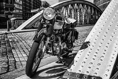 Triumph T6 Thunderbird (michael_hamburg69) Tags: hamburg germany deutschland hansestadt speicherstadt brücke bridge neuerwegsbrücke motorrad triumph 6t thunderbird classicbike vintage motorcycle 19601962 doppeltesbrustrohr gelötetefittings geschraubtesheck motor 650ccm silkshiftgetriebe