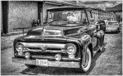 PICK UP FORD F 100 de 1953 (alain.hueber) Tags: rouge voiture car pickup ford automobile hdr reflets hulluch hautsdefrance exposition v8 westlake camionnette retro vintage chrome classique nostalgie u auto avant ditorial phare restauration restaur grille fifties collectionne vhicule amricain voitureclassique camionferme bleu conception brillant transport hobby antique vieux