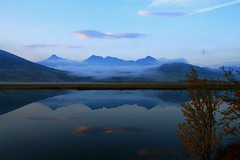 The fog and the sunrise.. (TrondSphoto) Tags: hgronden midtronden digerronden drlen rondane rondanenationalpark sunrise september fall fog firstlight birch bluesky lake leaves reflection trondsphoto canon
