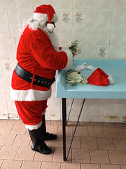 $he $anta (En Why See) Tags: santa new york city woman money harlem laundromat lenox santasuit enwhysee nycdesigner