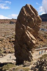 Vecina del arbol de piedra (Pou42) Tags: sony tenerife viatge teide piedras nvols a350 arboldepieda