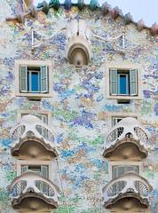 Shades of Coral (Patrick Costello) Tags: barcelona architecture spain catalonia casabatll antonigaud eixample passeigdegrcia josepmariajujol blockofdiscord illadeladiscrdia d5100