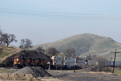 BNSF climbing into Bealville (0460) (DB's travels) Tags: california railroad up unionpacific bnsf tehachapiloop kerncounty tempcrr