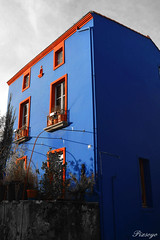 Maison bleue (Pixsoyo) Tags: blue houses france colors landscape nikon scenery village maisons paysage picturesque nantes pittoresque loireatlantique trentemoult ouest rez maisonbleue d5100 nikond5100