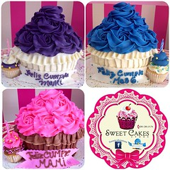 Giant Cupcakes, solo en #sweetcakesstore #lecheria #puertolacruz #bakery #cupcakes #cupcakery #giantcupcake #cupcake #cakes #originalcakes #originalcupcakes #pink #delicious #yummy (Sweet Cakes Store) Tags: cakes giant square de cupcakes yummy y para venezuela mama tienda cupcake squareformat rosas crema gigante torta novio celebracion tortas lecheria mantequilla sweetcakes rufles ponques iphoneography instagramapp uploaded:by=instagram sweetcakesstore sweetcakesve