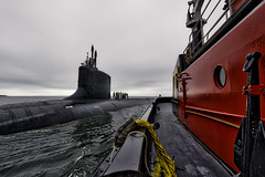 Connecting with the USS Missouri SSN780 (Frank C. Grace (Trig Photography)) Tags: groton connecticut unitedstates ussmissouri ssn780 submarine navy naval subbase tugboat nuclear attacksubmarine virginiaclass thamesriver newengland