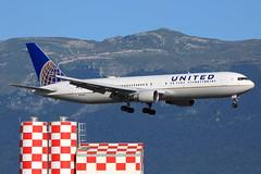 United Airlines  Boeing 767-322(ER) N651UA (widebodies) Tags: genf geneva gva lsgg widebody widebodies plane aircraft flughafen airport flugzeug flugzeugbilder united airlines boeing 767322er n651ua