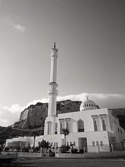 Mezquita Ibrahim-al-Ibrahim.Punta de Europa, Gibraltar. (Cris__CG) Tags: gibraltar blanco white blanconegro bw negro black mezquita rabe mosque arquitectura arquitecture monument monumento religion