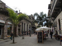 "Montevideo: la vieille ville <a style=""margin-left:10px; font-size:0.8em;"" href=""http://www.flickr.com/photos/127723101@N04/29125901603/"" target=""_blank"">@flickr</a>"