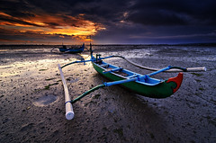 The Land Boats (eggysayoga) Tags: bali sun sunrise indonesia landscape boat nikon wide tokina 09 lee nd land tuban pantai denpasar gnd jukung 1116mm d7000 hardgraduated
