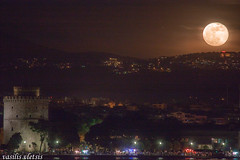 (billy.tromeros) Tags: sea summer sky moon white tower night strand port landscape lights seaside waterfront hellas fullmoon greece moonrise thessaloniki rise hdr salonica thermaikos skg makedonia pyrgos   limani