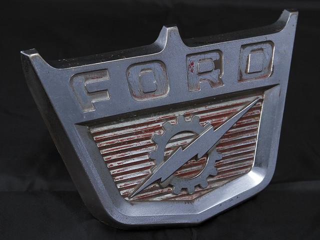 ford truck emblem logo gear pickup f100 ornament medallion hood 60 lightningbolt 1960 f350 f700 f250 f600 b500 f500 b600 b700