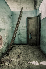 Presages (futhark) Tags: door urban green texture textura abandoned sign stairs canon dark puerta mood angle decay room zimmer wide creative dramatic atmosphere ground wideangle stairway escalera textures abandon urbanexploration porta ladder concept drama explorati
