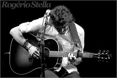Manuel Carrasco (Rogerio Stella) Tags: show stella bw music white black branco brasil tom portraits banda photography photo cantor concert nikon photographer tour song retrato live stage gig performance band jazz pb preto spanish bands rogerio portraiture idol singer instrument fotografia documentation venue instruments primeira carrasco msica marcelo canto vez habla composer 2012 unplugged palco fotojornalismo dolo apresentao espanhol acstico compositor blackwhitephotos documentao documentarist
