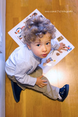 Hugo (Eva Corral [*o] Fotografa) Tags: madrid baby o books nios toledo fotos hugo dibujo mirada nio reportajes pintar momentos arriba fotografa bebs cenital evacorral