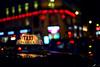 Taxi parisien (Fabio Sabatini) Tags: paris france canon 50mm nightlights bokeh f14 cab taxi galerieslafayette ruelafayette ボケ ボケ味 暈け 奥斯曼大道