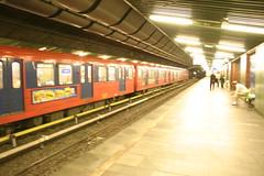 T-banen i Oslo (Andreas Viseth) Tags: metro stortinget ensj jernbanetorget brynseng tbane nationaltheatret tbanen t2000 tveita slemdal 1100vogner 1300vogner