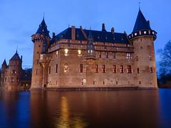 Castle de Haar in Haarzuilens, Netherlands (Frans.Sellies) Tags: holland castle netherlands night evening nederland clear haarzuilens dehaar kasteel kasteeldehaar abigfave p1410897