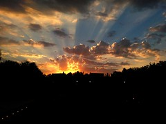 De Madrid al cielo (Lara Sanz Serrano) Tags: sunset sun rays madrid spain landscape urban city atardecer beautiful awesome wonderful