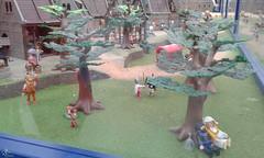 Ciudad medieval (lalex24) Tags: exposicionplaymobil playmobil ciudadmedieval bosque arbol cazador conejo seta duelo enamorados