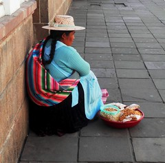Vendedora de Sucre (magellano) Tags: sucre bolivia donna woman seller vendedora strada street calle candid cappello hat gente people seated sitting sit