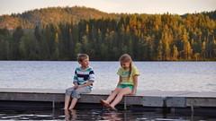 's Avonds verkoelen aan het meer bij de camping
